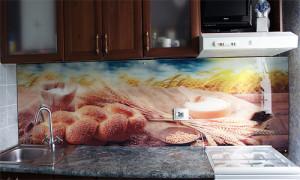 Печать на оргстекле - пример на кухне