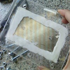 Клей герметик в использовании на оргстекло