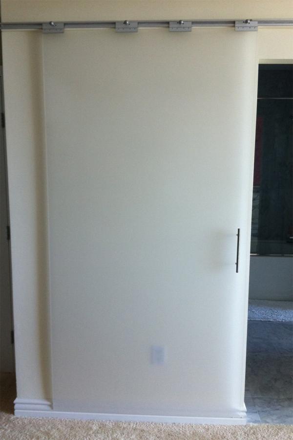 двери из оргстекла фото