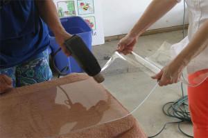 Гибка оргстекла с помощью строительного фена