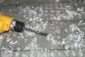 Сверление дырок домашней дрелью