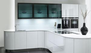 Использование глянцевого оргстекла на кухне