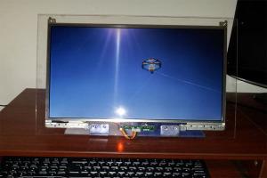 Экран из оргстекла - оснащен монитор компьютера